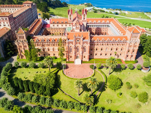Universitair centrum of comillas pontifical university of universidad pontificia is een particuliere universiteit in comillas, spanje