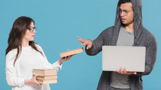 Universitaire klasgenoten boeken versus e-learning