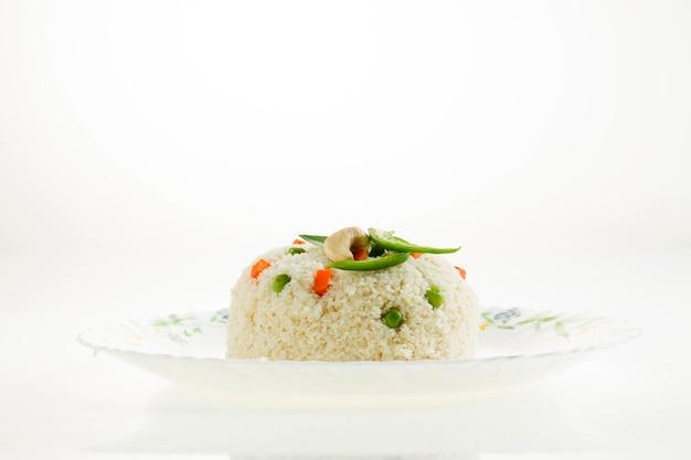 Upma gemaakt van samolina of rava upma beroemdste zuid-indiase ontbijtproduct