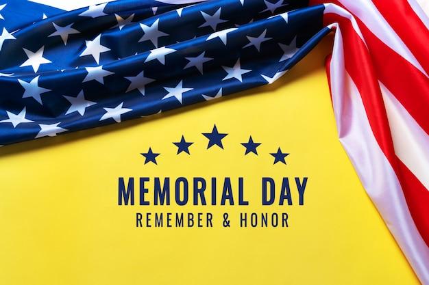 Usa memorial day en independence day concept, vlag van de verenigde staten van amerika op gele achtergrond