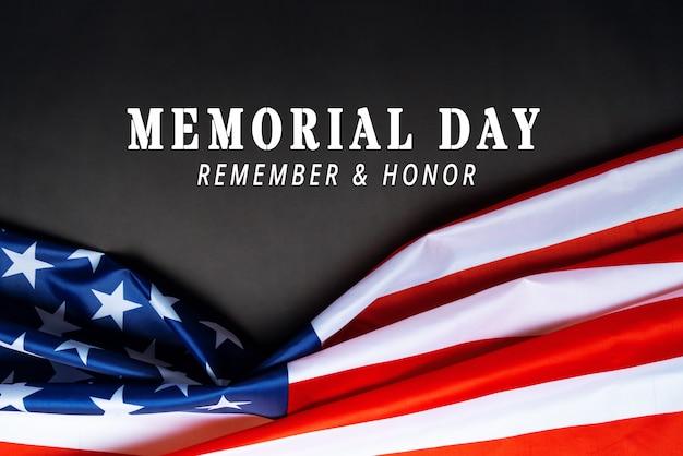 Usa memorial day en independence day concept, vlag van de verenigde staten van amerika op zwarte achtergrond
