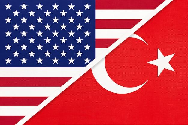 Usa vs turkije nationale vlag van textiel. relatie tussen twee amerikaanse en aziatische landen.