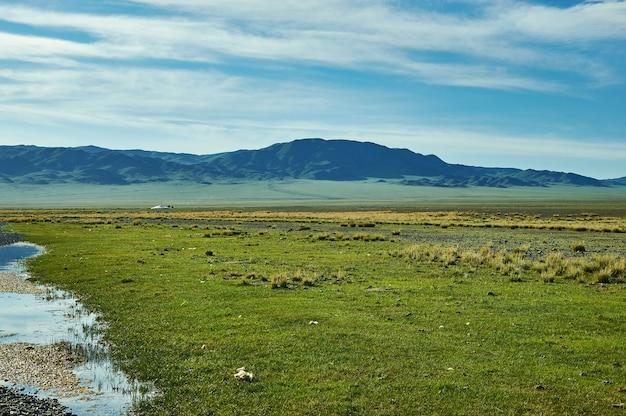 Uureg nuur-meer, zoutmeer in een endorisch bekken in west-mongolië.