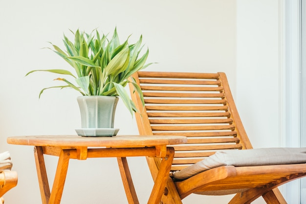 Vaasplant op tafel