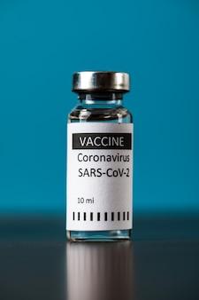 Vaccin en injectie met een spuit