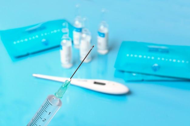 Vaccinatie van kinderen op verschillende leeftijden tegen tuberculose, hepatitis, mazelen, rubella,