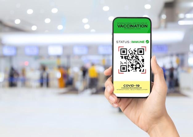 Vaccineer digitaal paspoort op smartphonescherm als bewijs