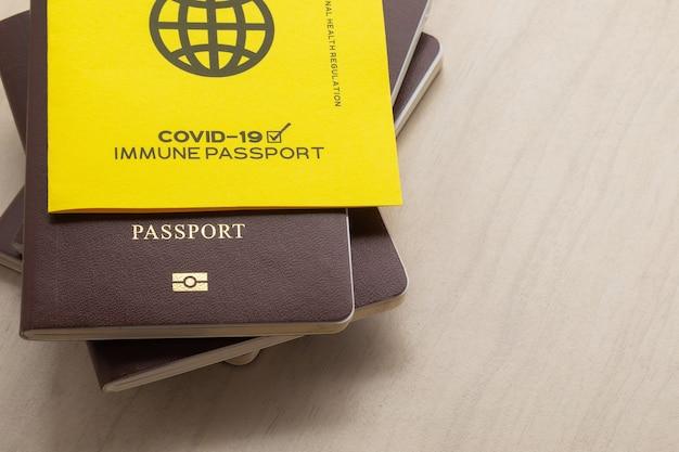 Vaccinpaspoorten als bewijs dat de houder is ingeënt tegen covid-19, vereiste voor internationale reizen