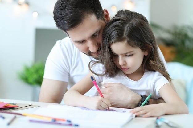 Vader en dochter huiswerk
