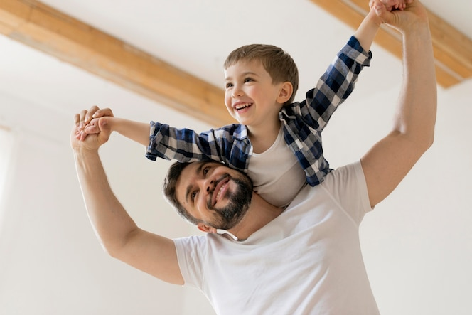 Vader en zoon hebben een goede tijd