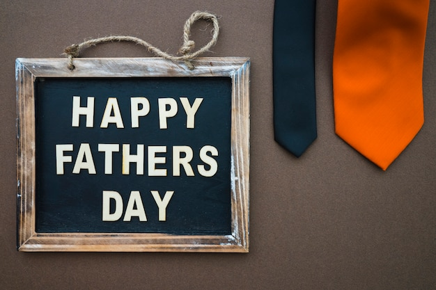 Vaderdag samenstelling met leisteen en stropdassen