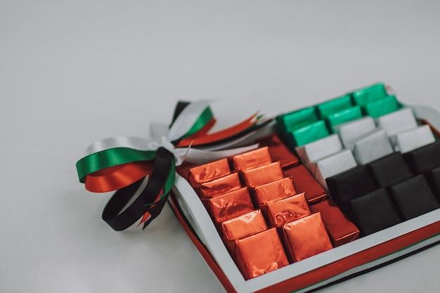 Vae national day gift decorations lege lege kleur candy box op de witte tafel