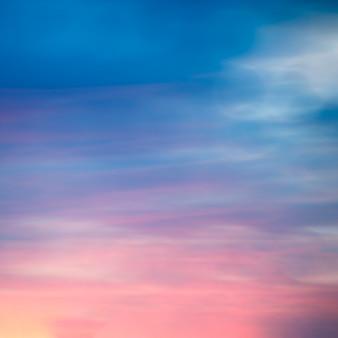 Vage zonsopgang, vroeg ochtendlicht.