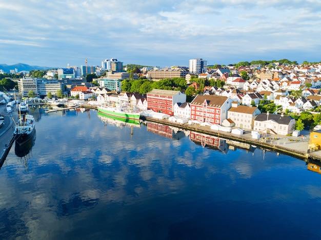 Vagen oude stad luchtfoto panoramisch uitzicht in stavanger, noorwegen