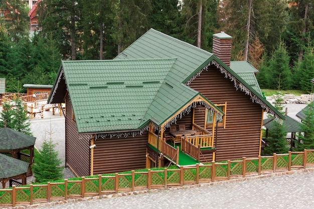 Vakantie appartement concept. houten huisje voor rust extreme close-up