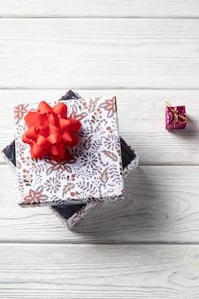 Vakantie geschenkdoos. met kerstversiering