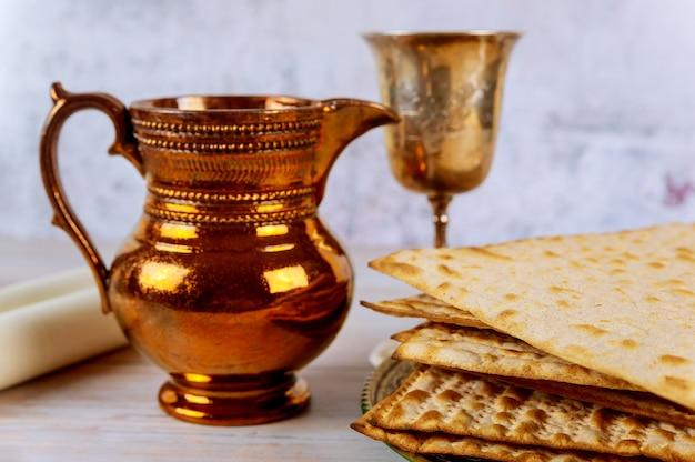 Vakantie matzoth viering matzoh joods passoverbrood van koosjere wijn
