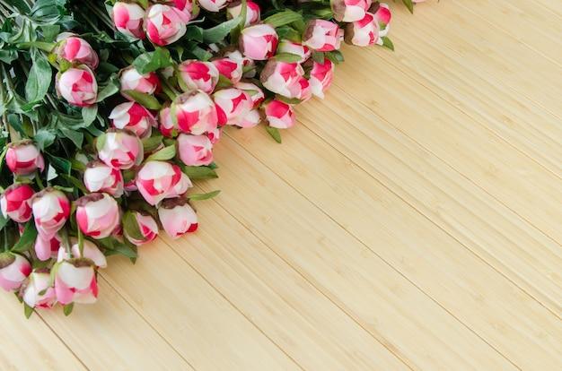Vakantieconcept met bloemen en copyspace