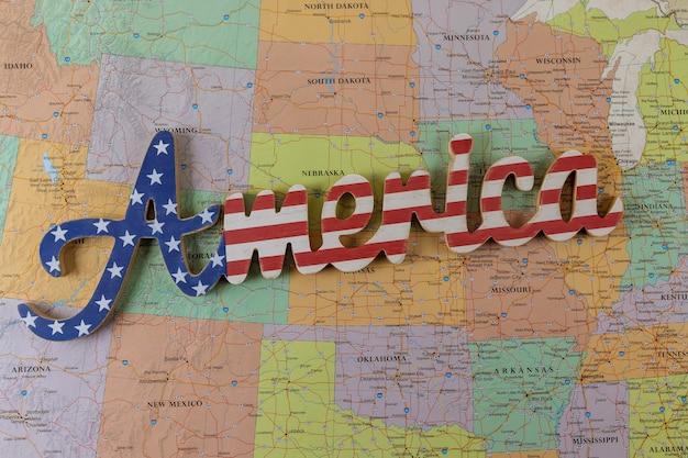 Vakantieconcept voor reizen van de vs op de kaart van amerika van de vs.