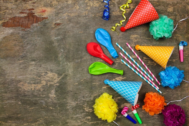 Vakantiehoeden, fluitjes, ballonnen.