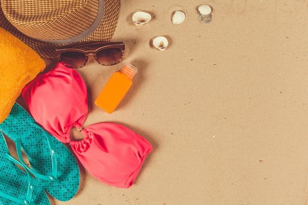 Vakantietoebehoren op zandstrand