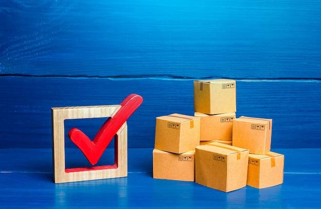 Vakken en rood vinkje verificatie en standaardisatie van goederen en geïmporteerde producten