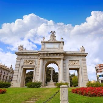Valencia porta puerta del mar deur vierkant spanje
