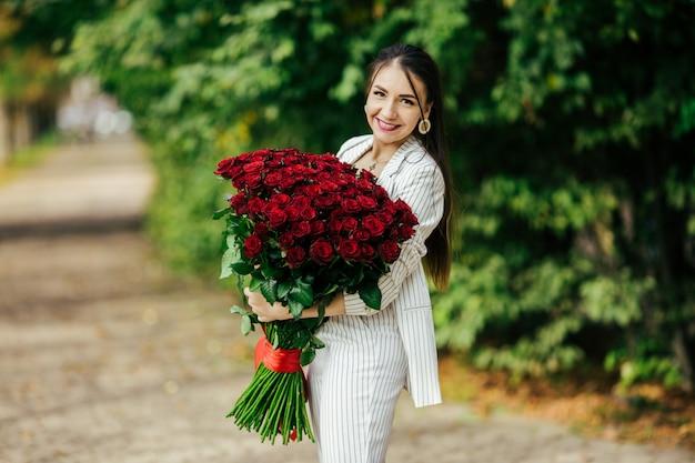 Valentijnsdag 101 verjaardagscadeau voor jou. mooie vrouw met stijlvolle make-up
