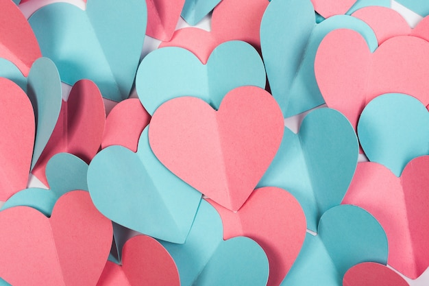 Valentijnsdag achtergrond gemaakt van papier harten