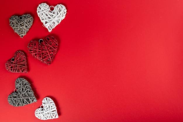 Valentijnsdag achtergrond met hartjes, bovenaanzicht, kopie ruimte.