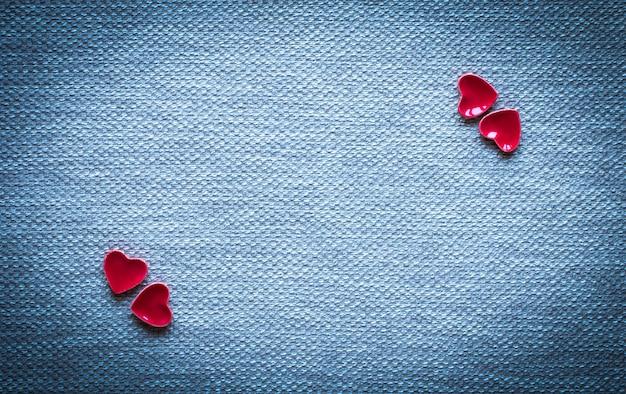 Valentijnsdag achtergrond, met hartjes en verschillende romentische elementen
