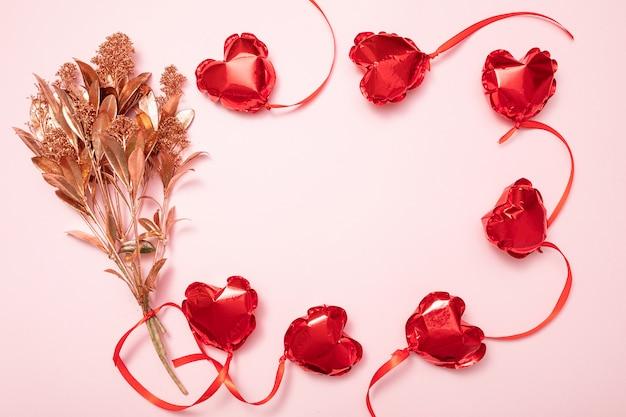 Valentijnsdag achtergrond met rode ballonnen