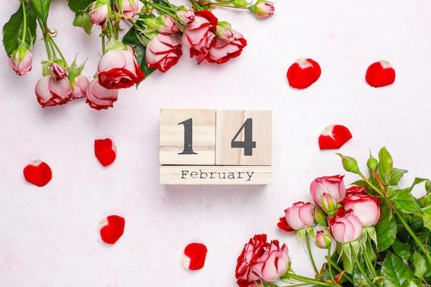 Valentijnsdag achtergrond, valentijnsdag kaart met rozen, bovenaanzicht