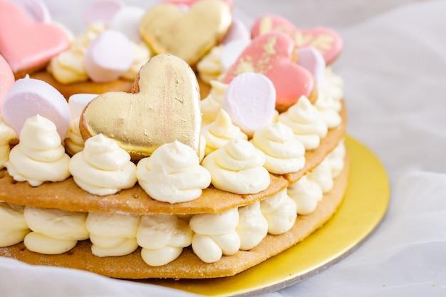 Valentijnsdag cake met hartjes