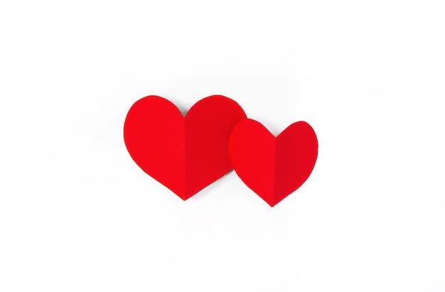 Valentijnsdag concept met rode harten, plat leggen, kopieer ruimte