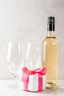 Valentijnsdag concept met wijn
