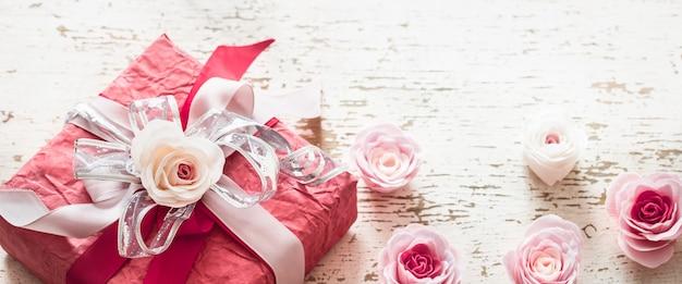 Valentijnsdag concept, rode geschenkdoos