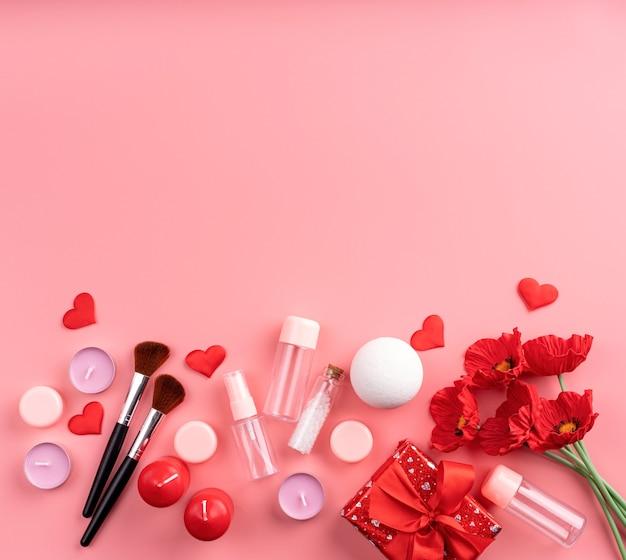 Valentijnsdag en vrouwendag concept. cosmetische mode-accessoires met geschenkdoos