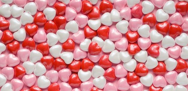 Valentijnsdag harten achtergrond van rode, roze en witte snoep valentines harten.