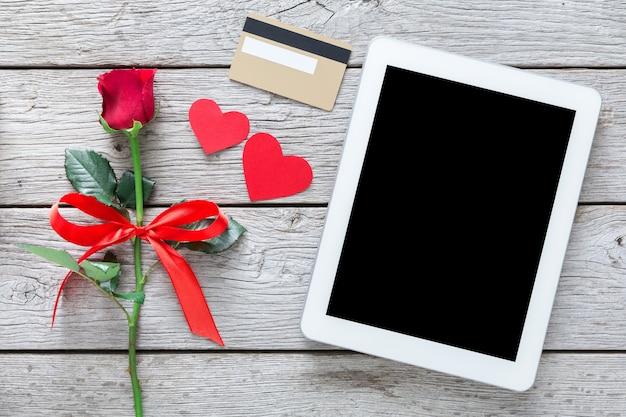 Valentijnsdag internet verkoop concept, online winkelen vakantie