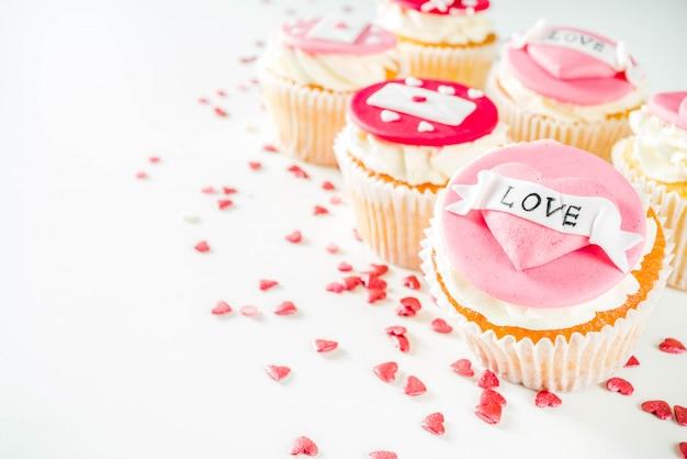 Valentijnsdag roze en rode cupcakes