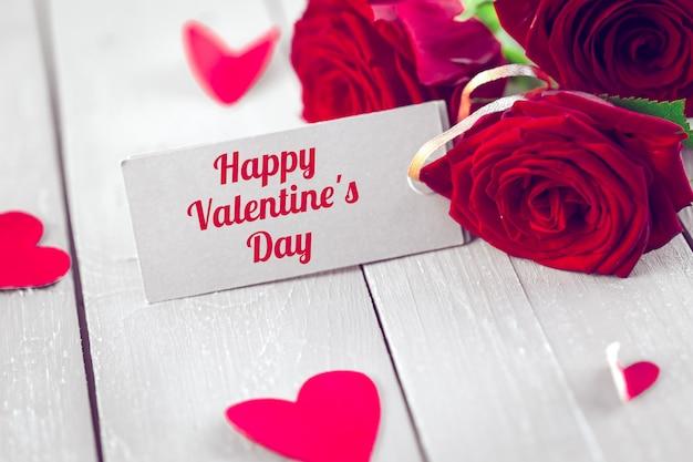 Valentijnsdag tag met rozen en harten