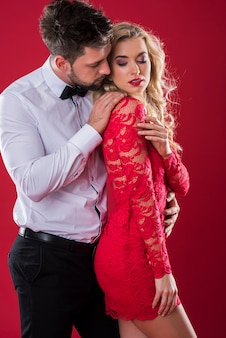 Valentijnsdag van knappe man en zijn aantrekkelijke vrouw