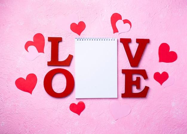 Valentijnsdag wenskaart met letters love