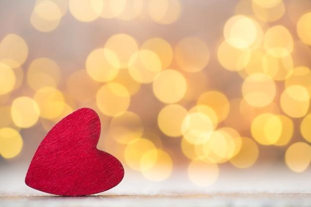Valentijnsdag wenskaart. rood hart op de grijze achtergrond.