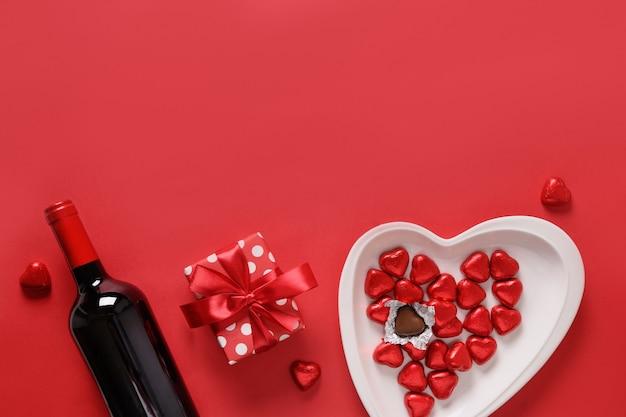 Valentijnsdagsamenstelling, chocoladesnoepjes en decoratie