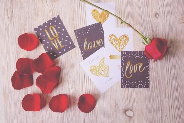 Valentine ansichtkaarten en een roos