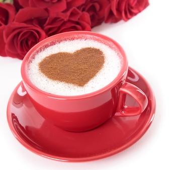 Valentine-dagkoffie en rozen