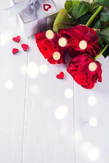 Valentine's chocolate-love zoete hartvormige met geschenkdoos op een witte