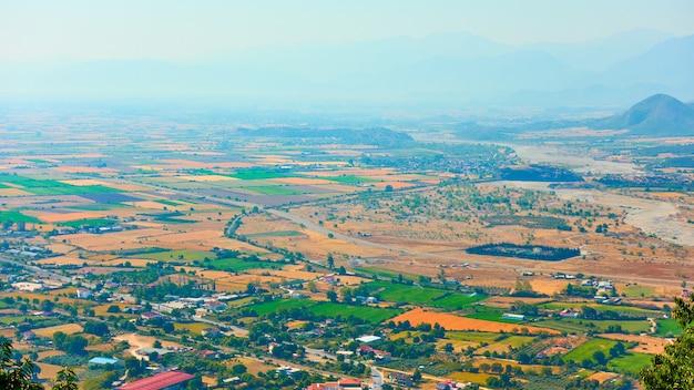 Vallei in thessalië, griekenland. landschap